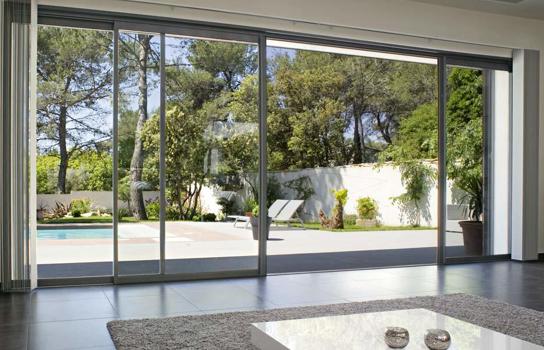 Pourquoi choisir une baie vitrée à galandage