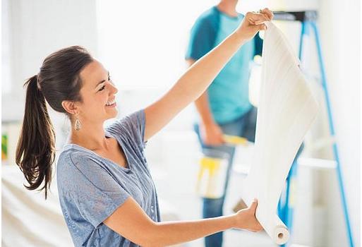 Comment peindre du papier peint ?