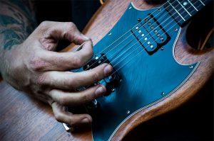 une-guitare-électrique
